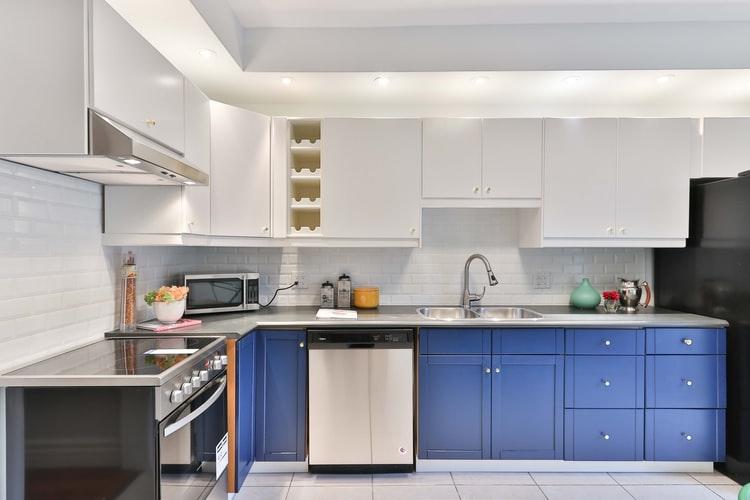 Blue kitchen installation